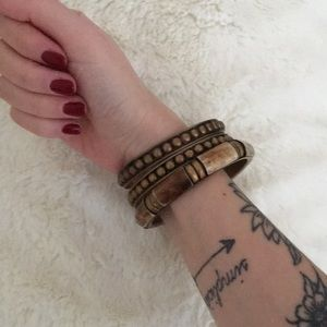 Jewelry - FREE IN BUNDLE ✖️ 3 Gold-Toned Bangle Bracelets